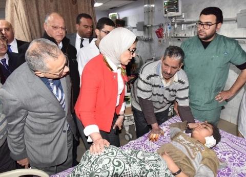 بالصور| وزيرة الصحة تتفقد مستشفى الحسين للاطمئنان على حالة المصابين