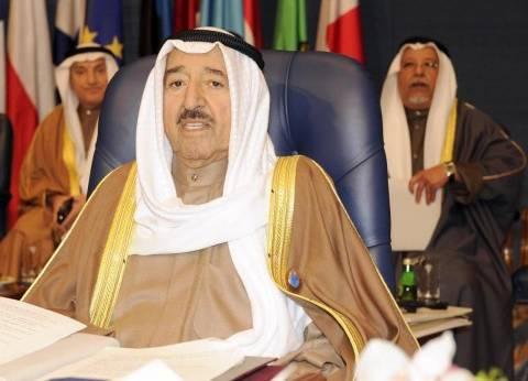 في مكالمة هاتفية.. أمير الكويت يطلب من أمير قطر احتواء التوتر