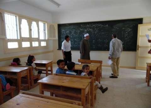 """رئيس منطقة الأزهر التعليمية بمطروح يحضر """"طابور الصباح"""" مع الطلاب"""