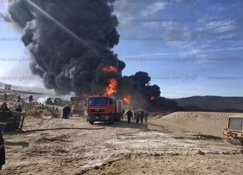 12 سيارة إطفاء من السويس تشارك في إخماد حريق حقل بترول رأس سدر