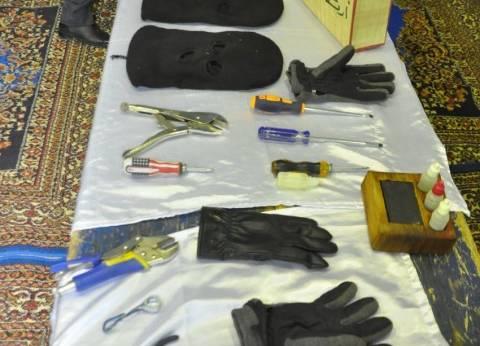 بالصور| أدوات العصابة الدولية لتنفيذ السرقات: لا يتجاوز ثمنها 500 جنيه