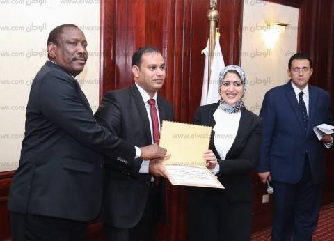 """وزيرة الصحة تعد السودانيين بزيادة المنح العلاجية: """"إحنا شعب واحد"""""""