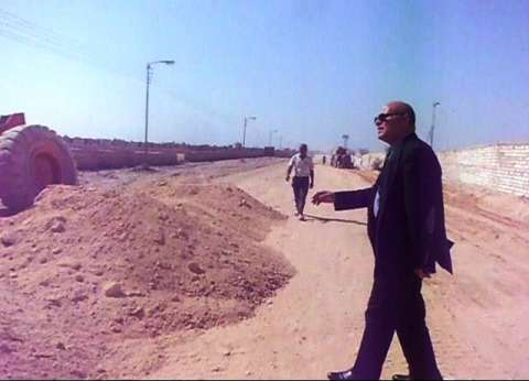 """محافظ سوهاج: نائب """"جهينة"""" وفر اعتماد مالي لرصف طرق الدائرة"""