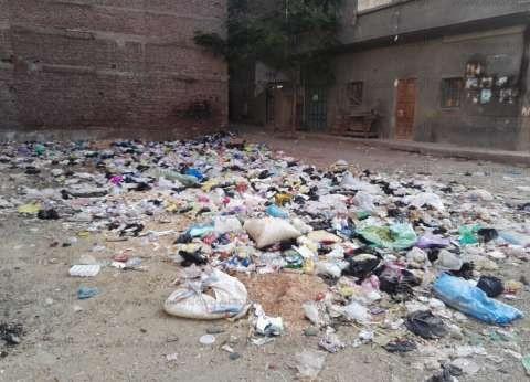دمياط.. «الزبالة» تغزو شوارع المحافظة والأهالى: «مضطرون لحرقها للتخلص منها»
