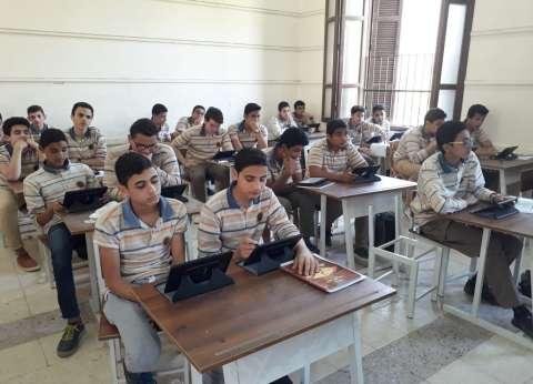 """""""تعليم الفيوم"""": 95% من الطلاب أدوا امتحان الإنجليزي إلكترونيا"""