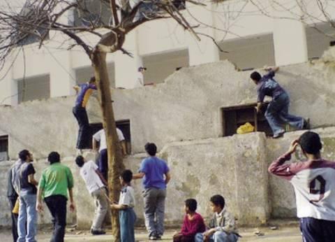 «تعليم أسيوط»: تسلق الطلاب أسوار المدارس «ثقافة منتشرة في الصعيد»