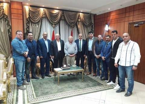 محافظ بورسعيد يجتمع بمجلس إدارة النادي المصري الجديد