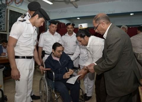"""مواطن يستغيث: """"عايز أنتخب"""".. والشرطة ترد بنقله إلى لجنة الاستفتاء"""
