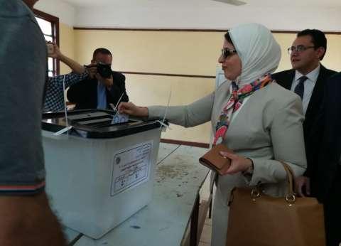 """وزيرة الصحة تدلي بصوتها بلجنة مدرسة """"مصطفى كامل"""" بمساكن شيراتون"""
