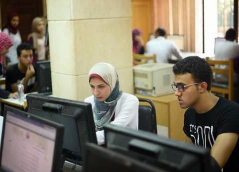 أمن جامعة القاهرة يمنع أولياء الأمور من دخول معامل التنسيق مع أبنائهم