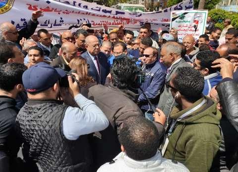 بالصور| مسيرة عمالية بالإسكندرية لحث المواطنين على المشاركة بالاستفتاء
