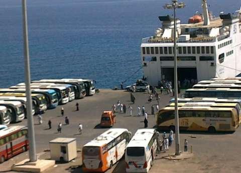 تداول 323 شاحنة بضائع و117 سيارة بموانئ البحر الأحمر