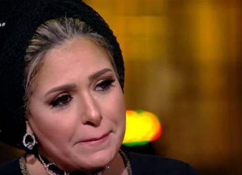 بالفيديو| أسامة كمال يرفض الحديث مع صابرين عن حجابها.. والفنانة تبكي