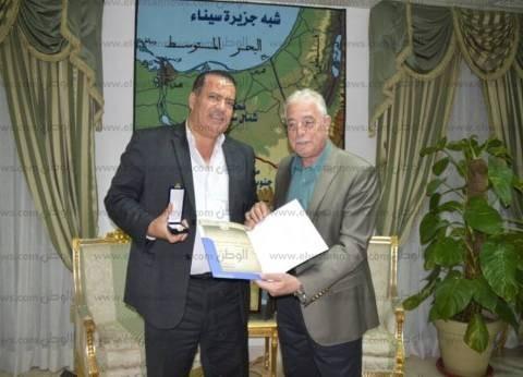 """فودة يشيد بمعدلات تنفيذ المشروعات ويكرم رئيس """"المقاولون العرب"""""""
