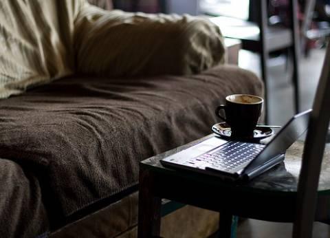 """حب الشتاء عند المصريين.. """"مشروب ساخن وقراءة رواية تحت البطانية"""""""