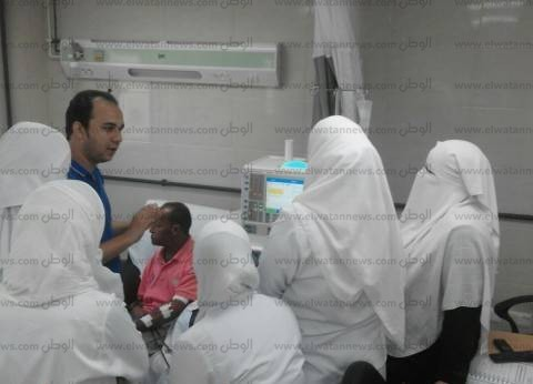"""فريق من """"طب المنصورة"""" يقدم خدمات الغسيل الكلوي بمستشفى برج البرلس"""