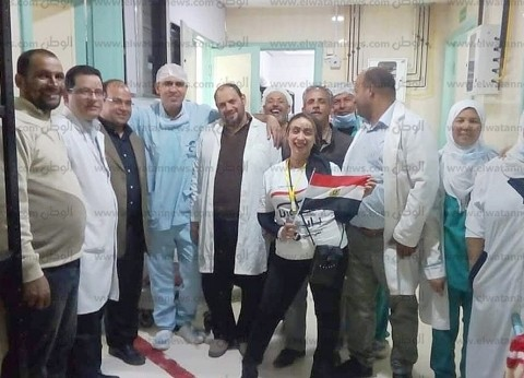 العاملون بمستشفى إيتاي البارود يتوجهون للجان الاستفتاء في مسيرة حاشدة