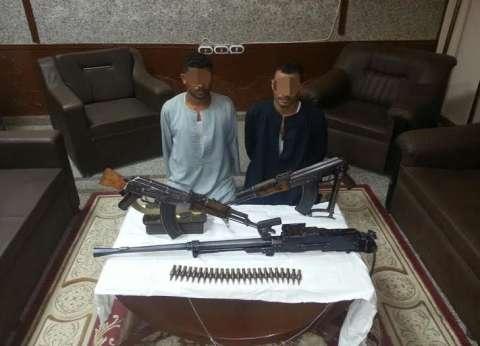 ضبط متهمين هاربين من قضايا مشاجرة وإطلاق أعيرة نارية في أسيوط