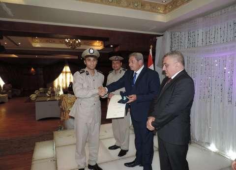 تكريم ضابط شرطة ساهم في الإفراج عن الغارمات