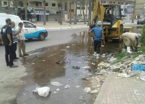 إصلاح كسر خط مياهميدان الشهابية في دمياط