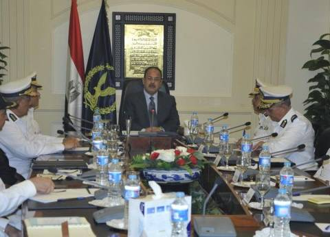 عبدالغفار يتابع الخطط الأمنية..ويؤكد: لا تهاون في أي جريمة تمس المواطن
