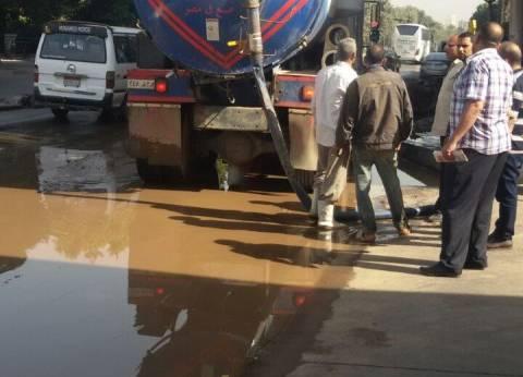 """""""المرور"""" تدفع بخدمات وأوناش بسبب كسر ماسورة مياه في الملك الصالح"""