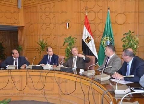 محافظ الإسماعيلية يشكل لجنة لدراسة أوجه استثمار أراضي السكة الحديد