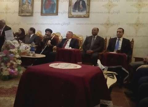 بالصور| محافظ الغربية ومديرو الأمن يزورون كنيسة المحلة للتهنئة بالعيد