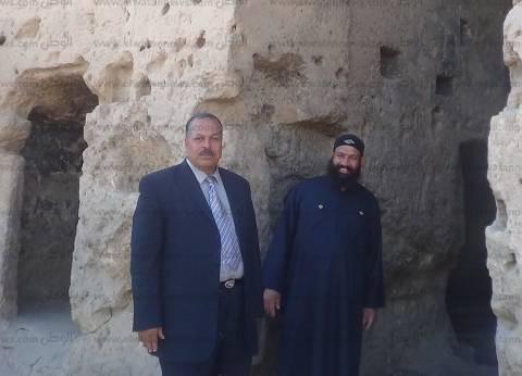 رئيس مدينة أسيوط يتفقد الكنيسة الأثرية بريفا ويدعو لتنظيم رحلات إليها