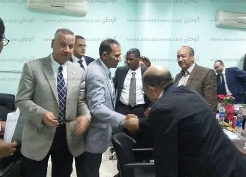 رئيس جامعة أسوان يشارك في مجلس كلية الطب