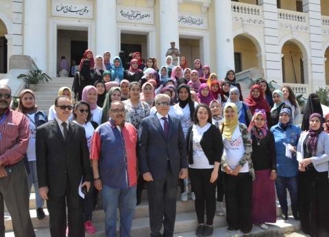 محافظ المنيا يتفقد بعض اللجان والمقرات لمتابعة الاستفتاء