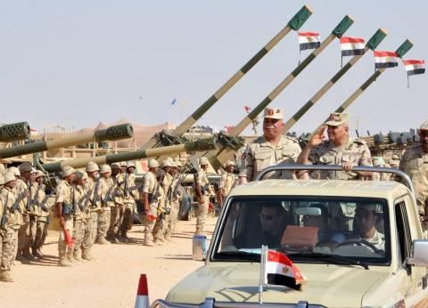 رجال القوات المسلحة يتابعون الحالة الأمنية.. و160 ألف مقاتل يشاركون في التأمين