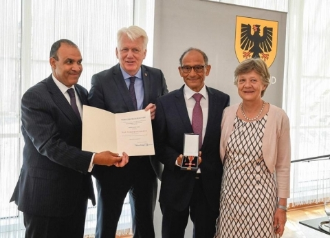 """""""التعليم العالي"""" تهنئ هاني عازر بوسام الاستحقاق الألماني"""