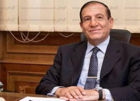 """ما الفارق بين وضع """"عنان"""" و""""السيسي"""" بالجيش قبل إعلان ترشحهما للرئاسة؟"""