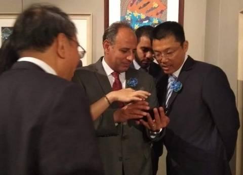 """""""الفنون الصيني"""" يهدي مكتبة الإسكندرية تمثال مطلي وشعار أولمبياد بكين"""