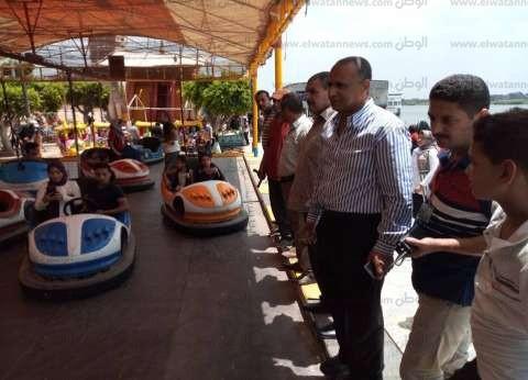 بالصور| رئيس مدينة دسوق يتفقد الخدمات بالحدائق