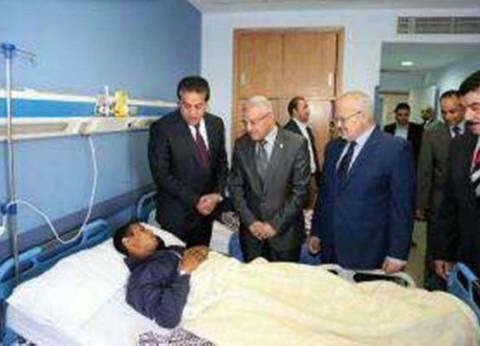 """رئيس جامعة المنيا يزور مصابي """"حادث الواحات"""" بمستشفى الشرطة"""