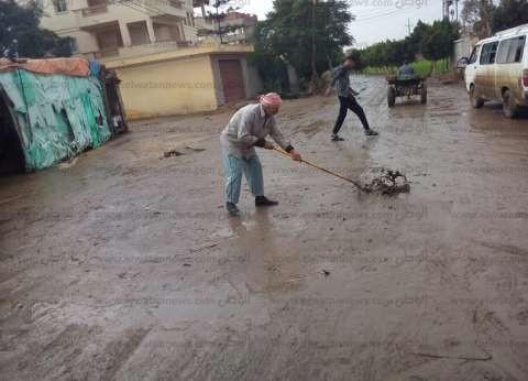 بالصور  رئيس مدينة دسوق يتابع رفع مياه الأمطار وحملات النظافة