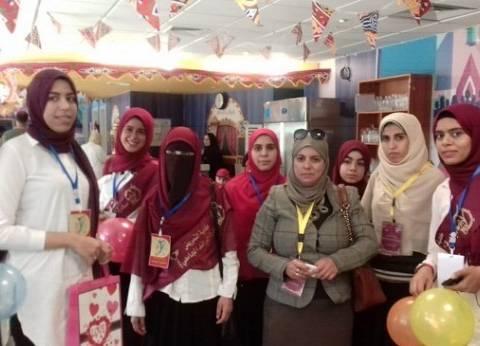 وفد من جامعة الفيوم يزور أطفال مستشفى 57357
