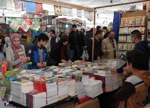 """إقبال كبير على جناح """"القومي للترجمة"""" بالمعرض: تخطى مبيعات العام الماضي"""