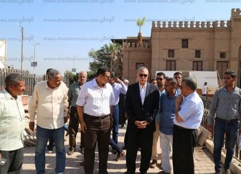 محافظ قنا يتفقد أعمال الترميم بقصر الأمير يوسف كمال بنجع حمادي