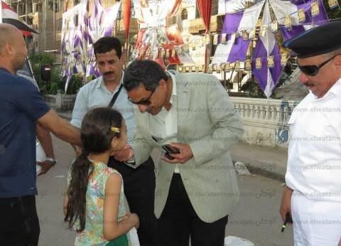 """مدير أمن الإسماعيلية لطفلة: """"مبسوطة وحاسة بالأمان؟"""".. وترد: أيوه"""