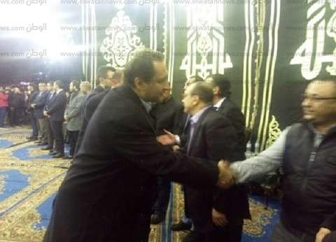 حازم إمام وهادي خشبة يقدمان العزاء في خالد توحيد