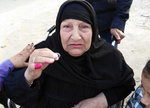 سبعينية في الاستفتاء.. الحاجة نوال: نزلت من أجل السيسي ومستقبل أحفادي