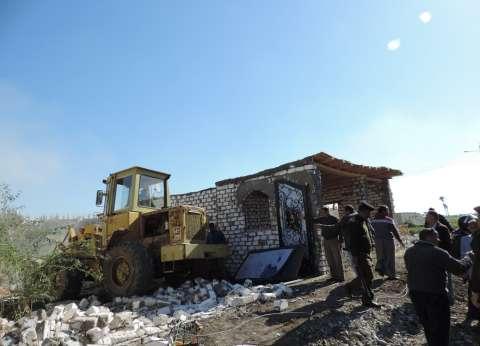 بالصور| تنفيذ 51 حالة إزالة تعديات على أراضي زراعية في الفيوم