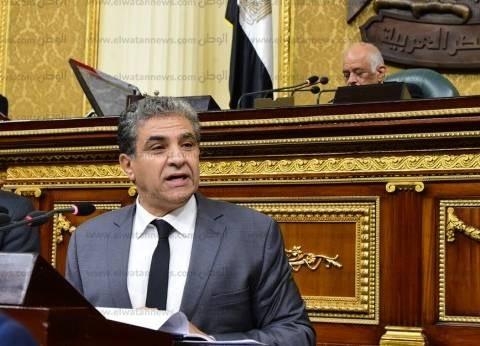 برلماني يهدد بتقديم استجواب ضد وزير البيئة.. وعبد العال يتدخل