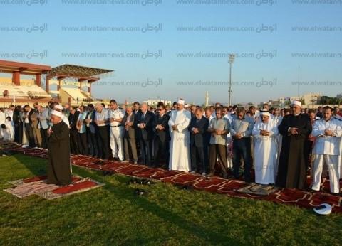 محافظ جنوب سيناء يؤدي صلاة العيد في ساحة بمدينة الطور