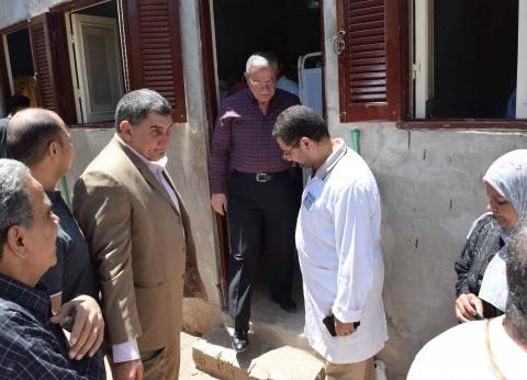 محافظ المنيا يراجع كشوف الحضور والانصراف بمستشفى ديرمواس