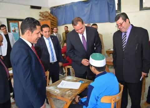 رئيس جامعة سوهاج يتفقد امتحانات غير الناطقين باللغة العربية