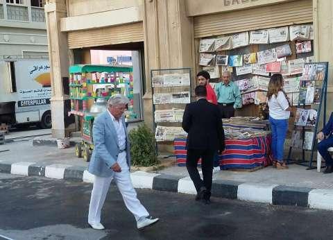 """أبريل.. أولى حلقات """"زمن"""" حسين فهمي على """"الغد العربي"""""""